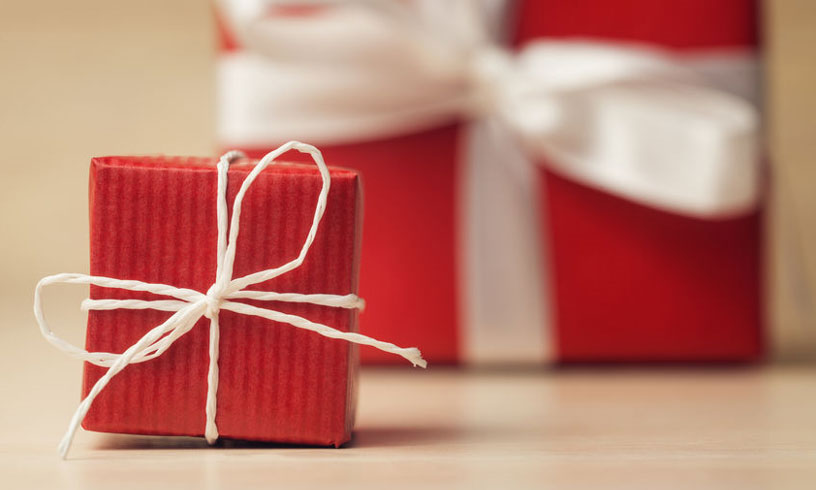 13 manieren om creatief een cadeau in te pakken.