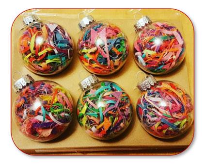 Opvulsnippers in transparante kerstballen